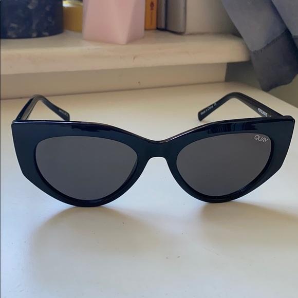 QUAY Persuasive Sunglasses in black